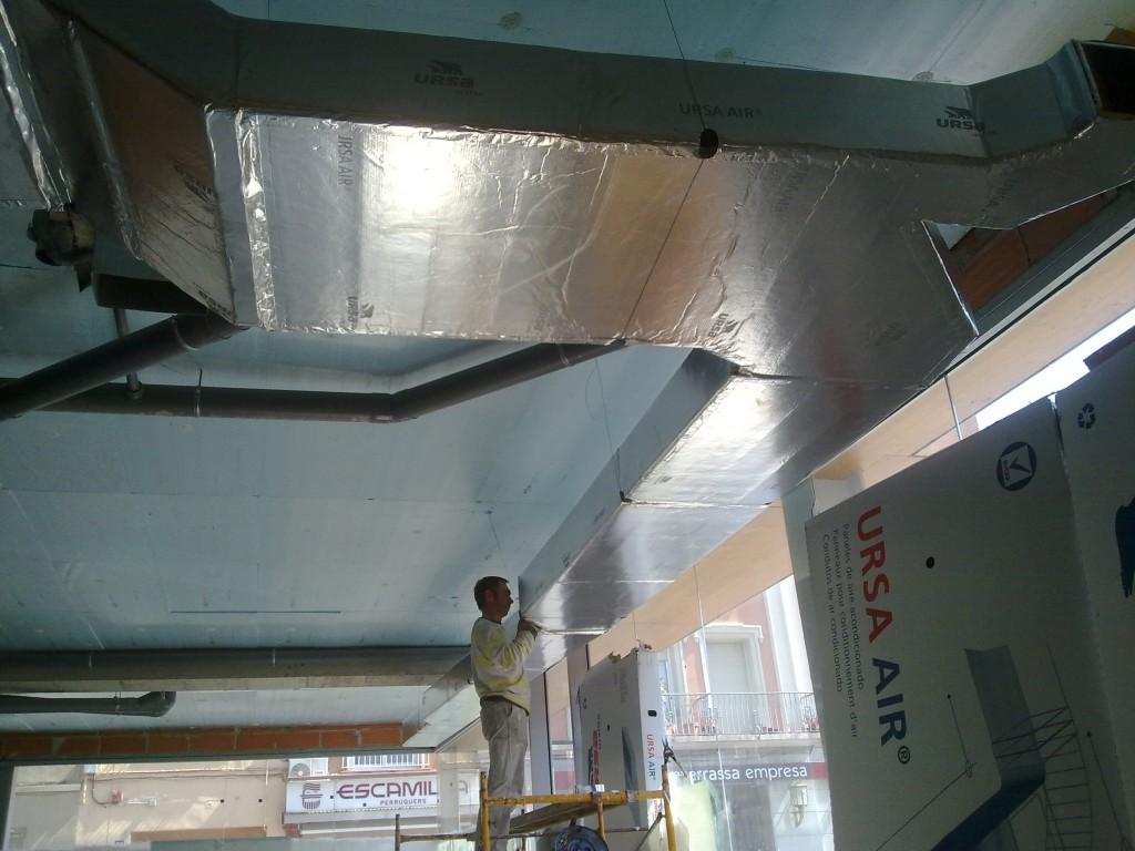 Instalacion de aire acondicionado por conductos for Maquina aire acondicionado por conductos