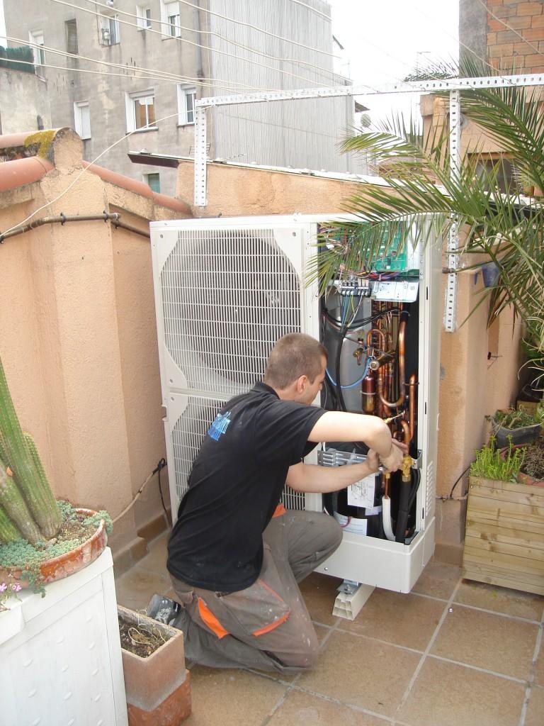 Instalacion de Mitsubishi Power Inverter Conductos PEZ-100VJA para casa unifamiliar 92m2